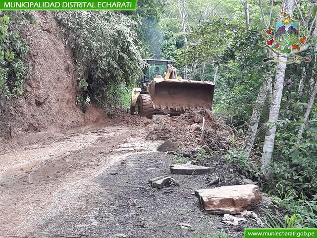 Atención de derrumbes en el sector de Manugaly