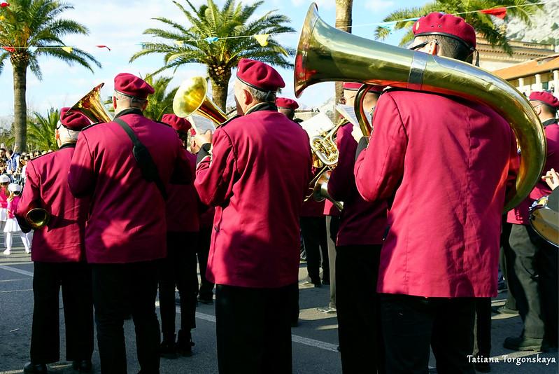Оркестр из Дженовичей во время шествия