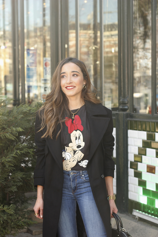 black trench coat amazon fashion minnie t-shirt louis vuitton bag uterqüe street style outfit 201914