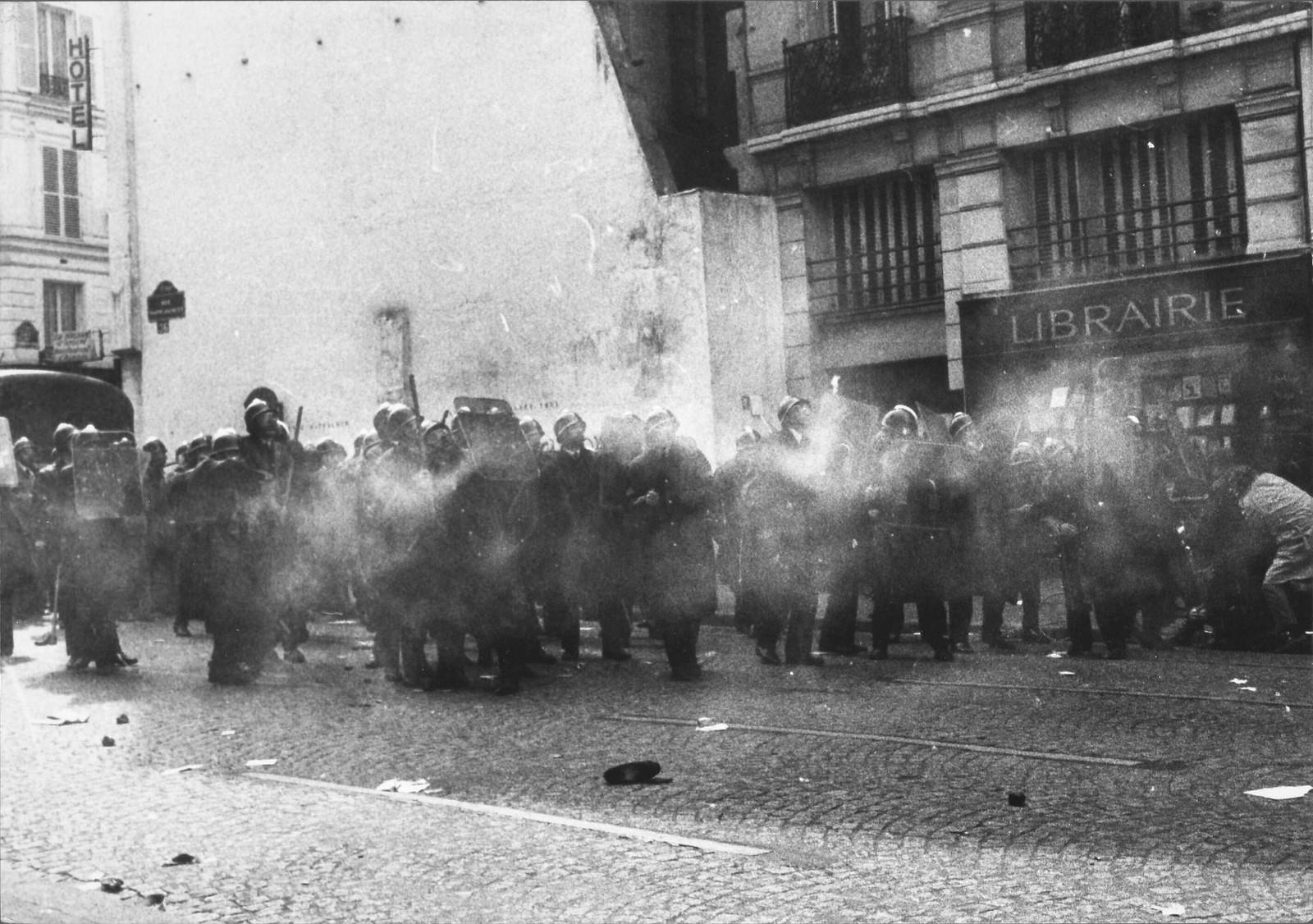Полиция в Сорбонне.
