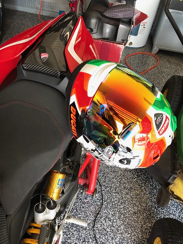 How to hang your Helmet   SNUG and Tight    - Ducati Forum