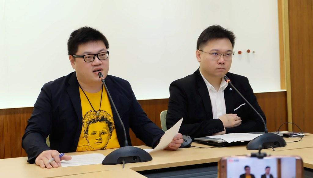 廖彥朋(左)、黃士修分別領銜提出「核能減煤」、「重啟核四」二項公投。攝影:陳文姿