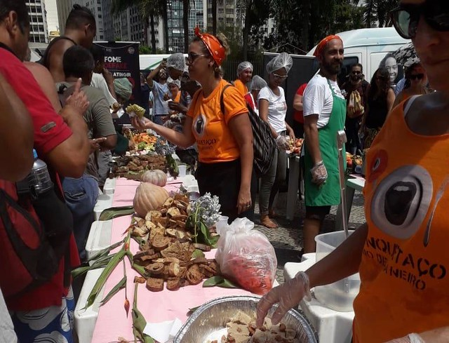 A ação também foi realizada em outras 14 capitais e no total mais de 15 mil refeições foram distribuídas em todo país - Créditos: Divulgação/Banquetaço