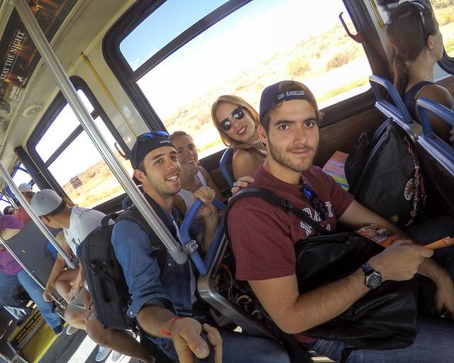Autobús para ir al skywalk del Gran Cañón
