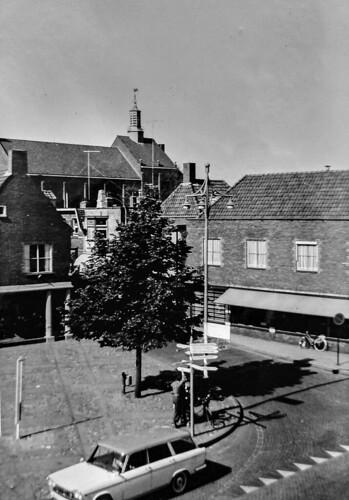Renkum Dorpsplein met zgn Thermometer voor Zwembad zomer 1962 Collectie Dies Kosters