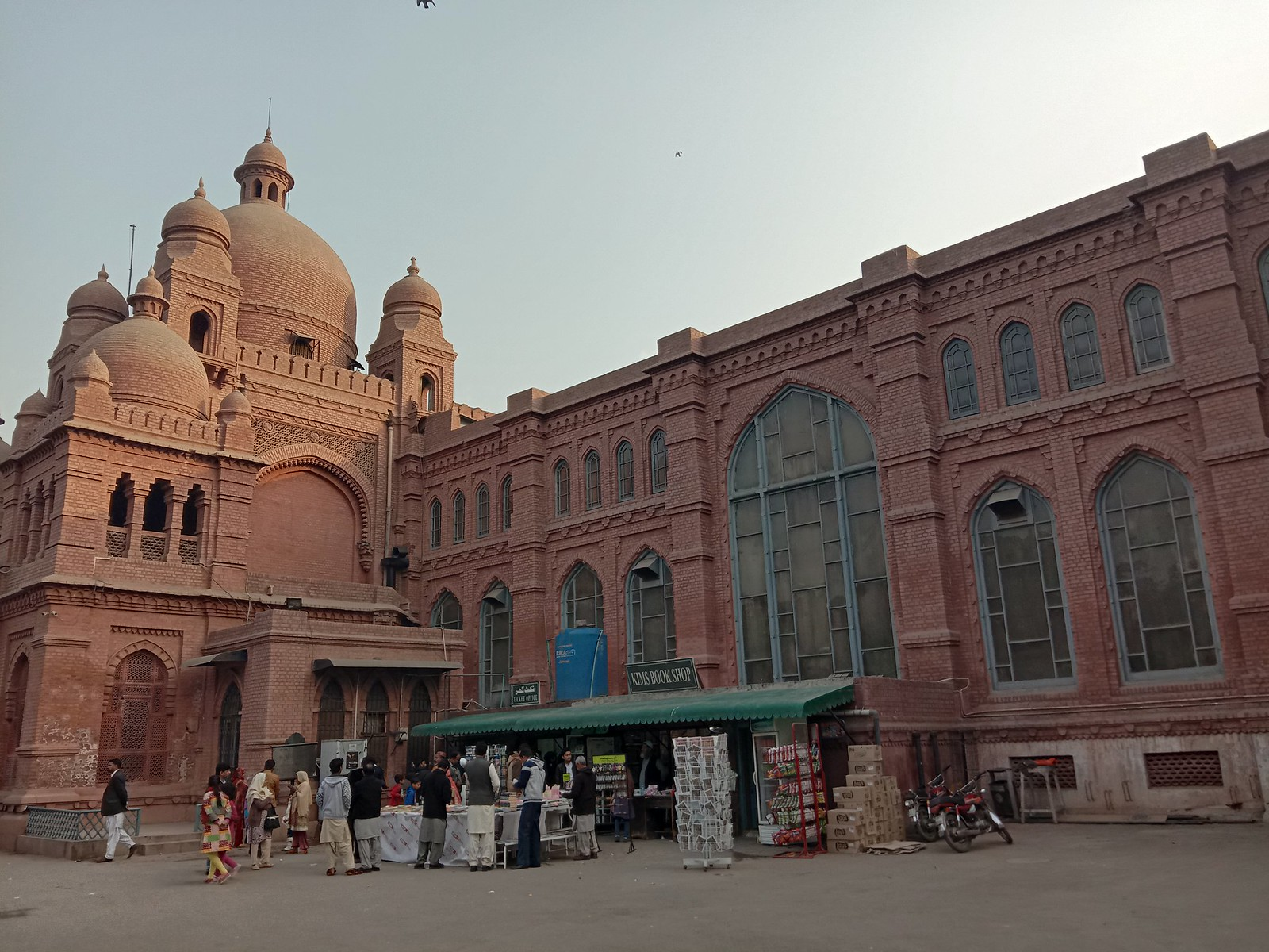 Lahore Museum Picture with HDR mode on Vivo Y91