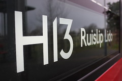 DLE30280 - Side Blinds displaying H13 to Ruislip Lido 作者 LondonTransport_2019
