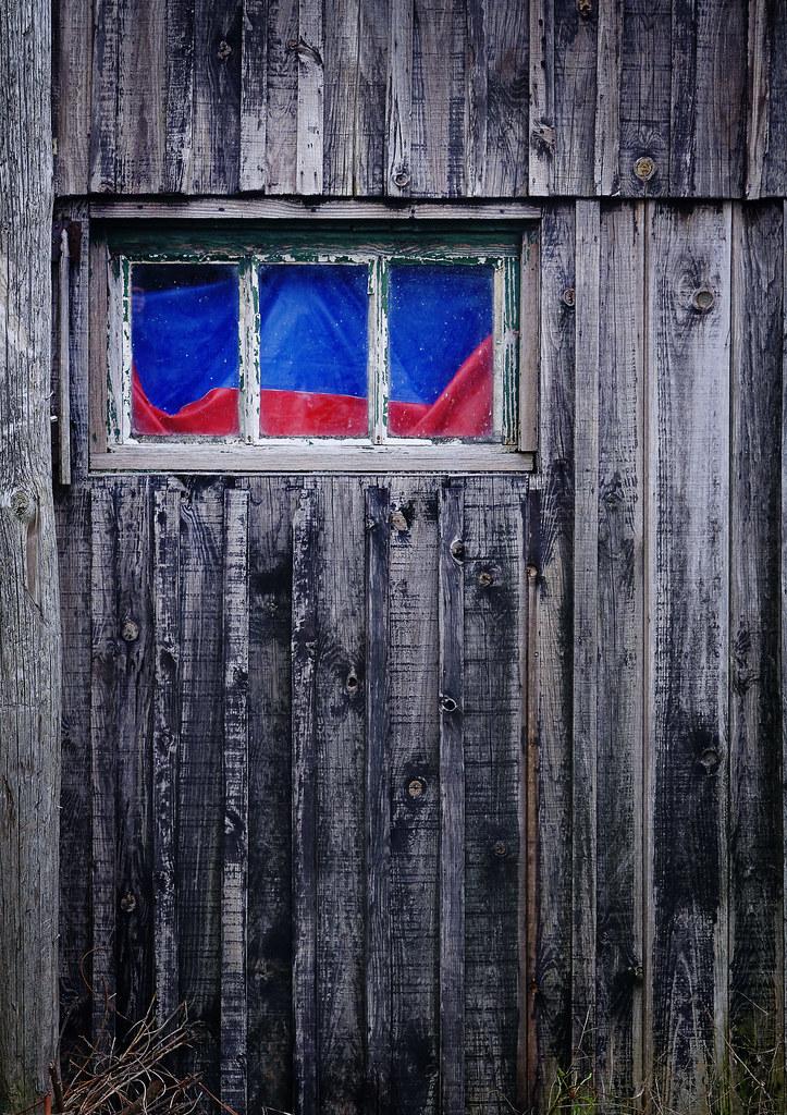 fenêtre-bleue-&-rouge