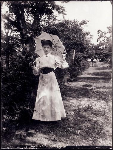 Carola with parasol (explore).