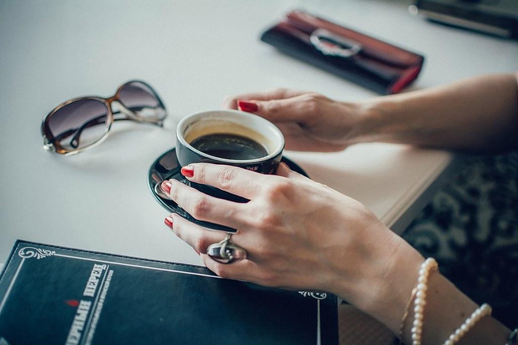 As 3 doenças que mais afetam as mulheres atualmente, Café e mulher