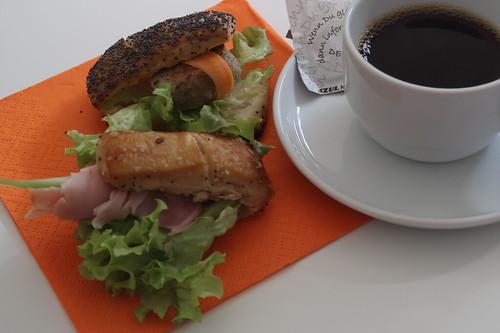 Mini-Brötchen mit Kochschinken bzw. Frikadellchen (in einer Kaffeepause einer Tagung in Passau)
