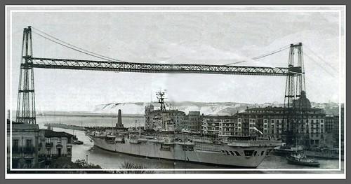 Portaviones Ocean de la marina real inglesa, fondeado del 1 al 5 de noviembre de 1957.