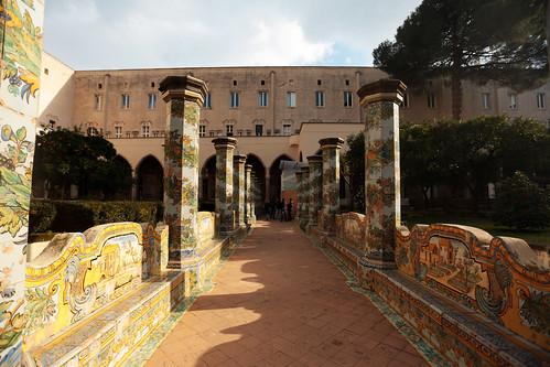 Basilica di Santa Chiara - Basilica di Santa Chiara - Chiostro maiolicato