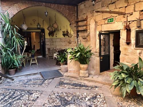 Palacio Guzmanes, Baños de la Encina