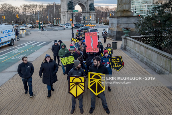Sunrise NYC pressure on Schumer to sponsor Green New Deal