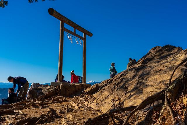 賑わう展望台@日和田山・金比羅神社