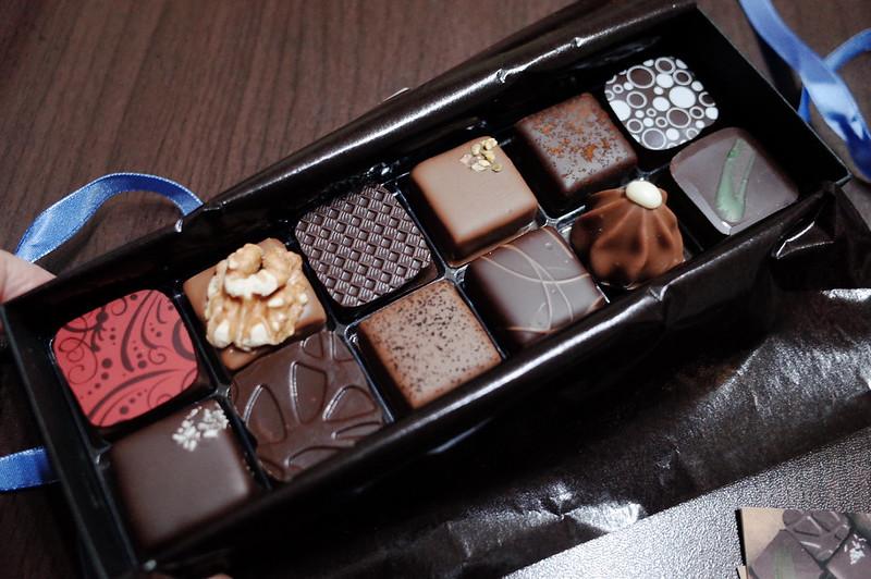 銀座一丁目Decadence du Chocolatボンボンショコラ12個入り