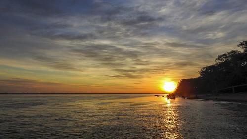 Nascer do Sol no Rio Paraná (série com 4 fotos)