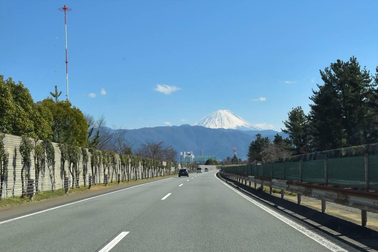 中央道から見た富士山