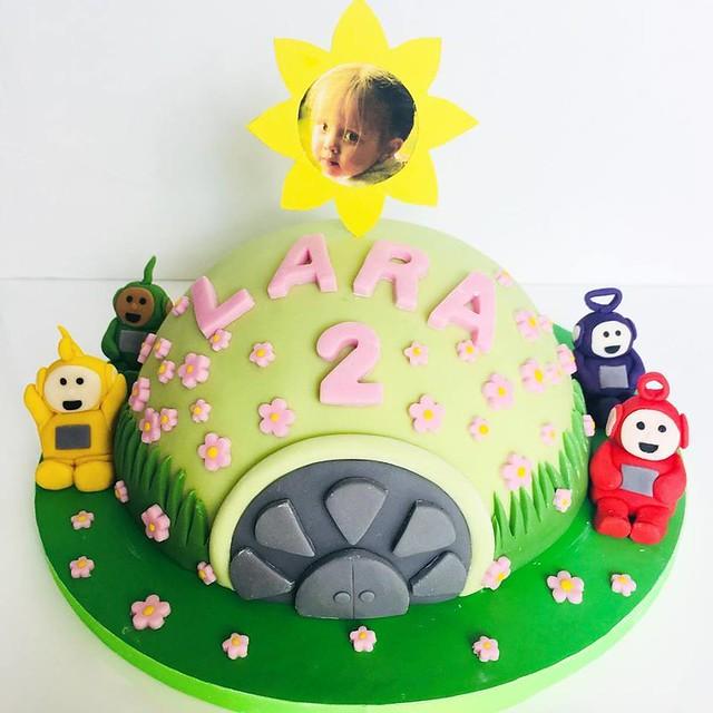 Cake by HomeBird Bakes