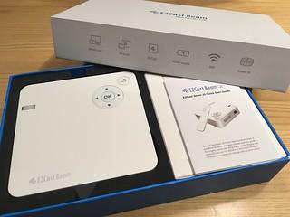 EZCast Beam 開箱 03 - 主機 + 說明說 + 遙控器 + 電源