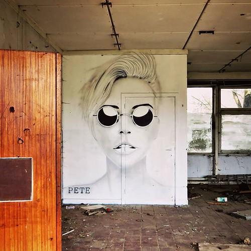 The #sunisshining, better wear #sunglasses... a #hiddenbeauty somewhere in #Belgium / #streetart by PeteOne. . #urbanart #graffitiart #streetartbelgium #graffitibelgium #graffiti #muralart #streetartlovers #graffitiart_daily #streetarteverywhere #streetar