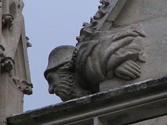 20080520 26555 Semur Kirche Steinwesen Hand_01a