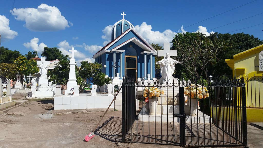 16-Cemetery-cleaning-near-Mazatlan-Wittig