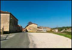 181021-9435-XM1.JPG - Photo of Saint-Claud