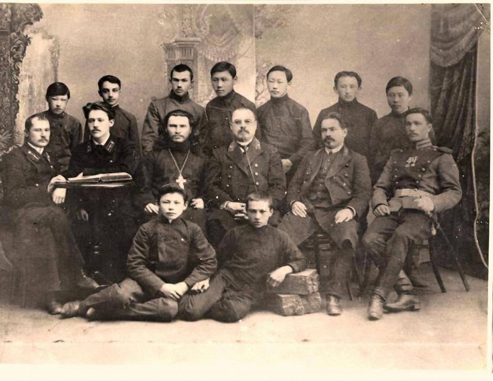 Выпускники Якутского 4-х классного училища. Май, 1914