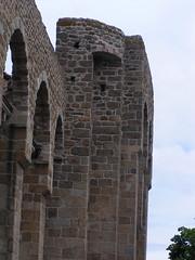 20080515 23384 0905 Jakobus Champdieu Kirche Mauer Bögen_K