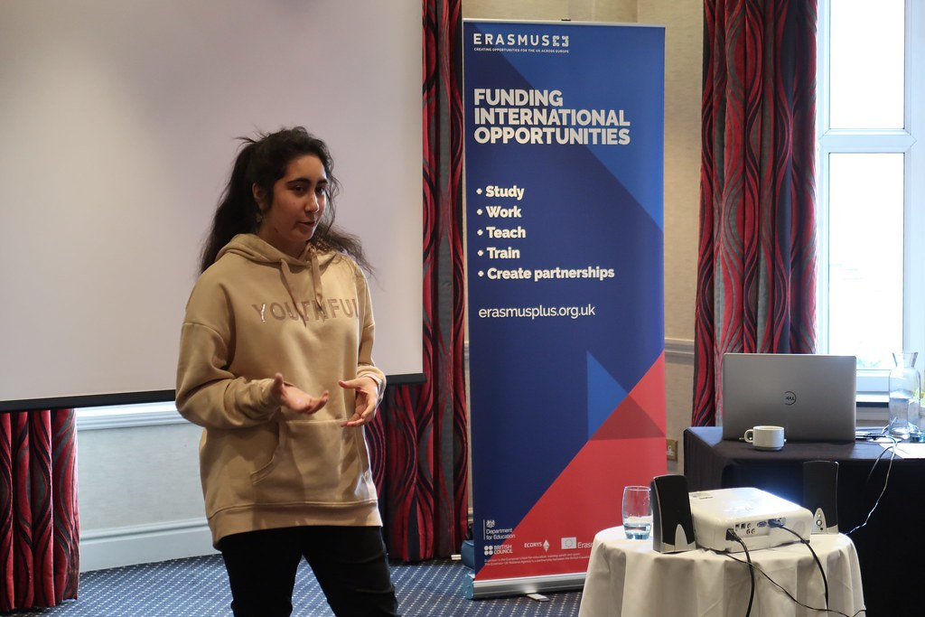 Fatima giving a speech on her Erasmus+ experience during the public speaking workshop