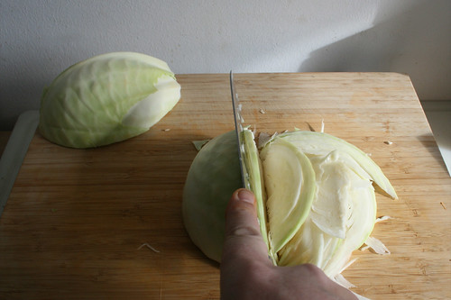 04 - Kohl in Streifen schneiden / Cut cabbage in stripes