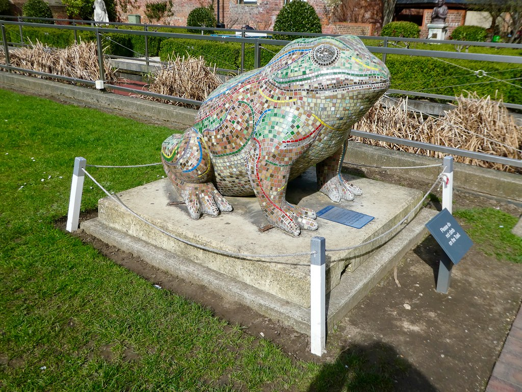 Giant toad sculpture, Museums Quarter, Hull