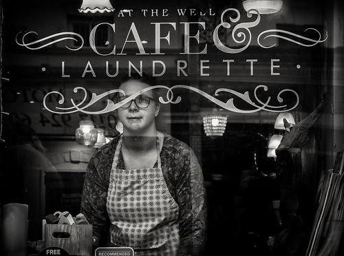 CAFE LAUNDRETTE