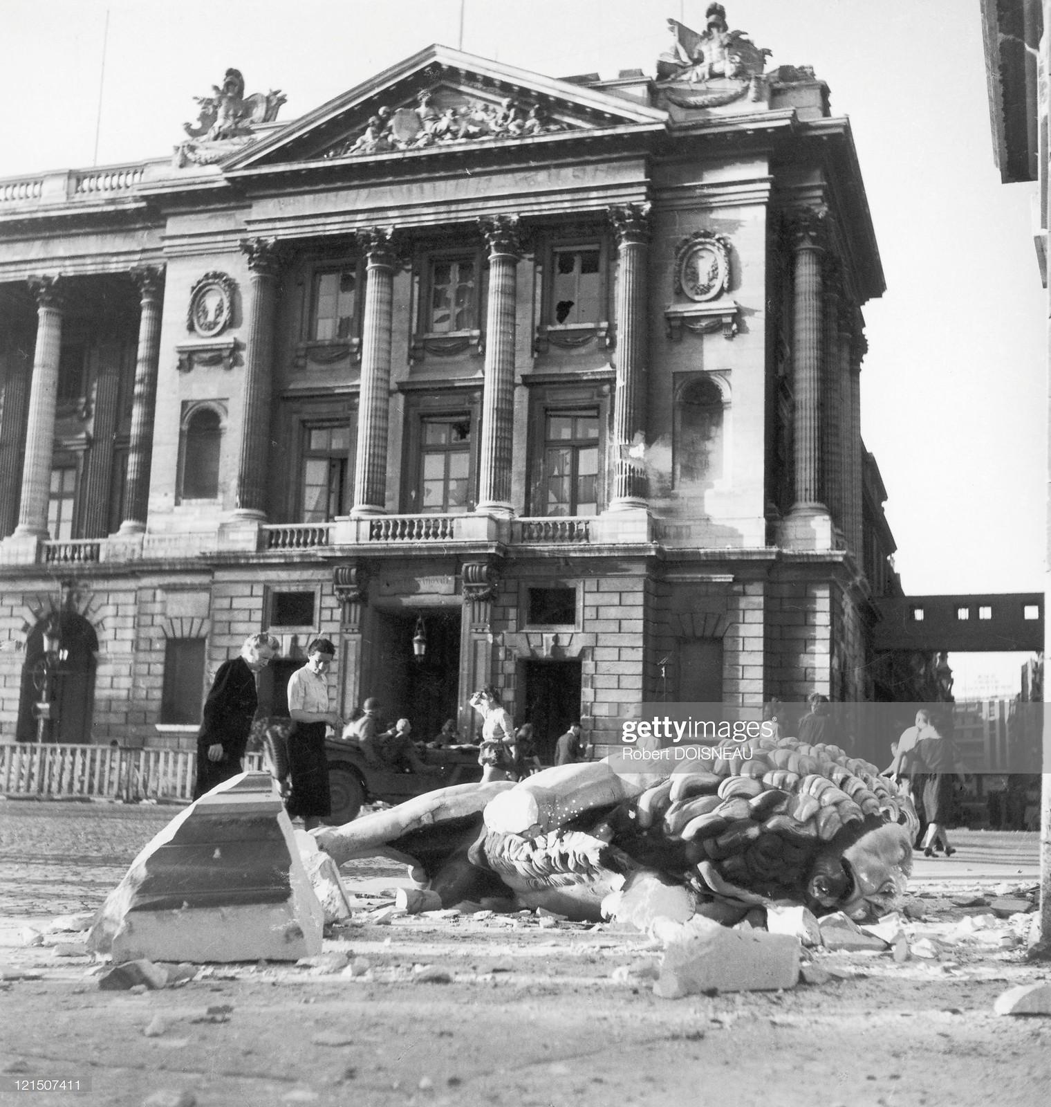 1944. Материальные потери, вызванные парижским восстанием, были многочисленными, например на площади Согласия в Париже