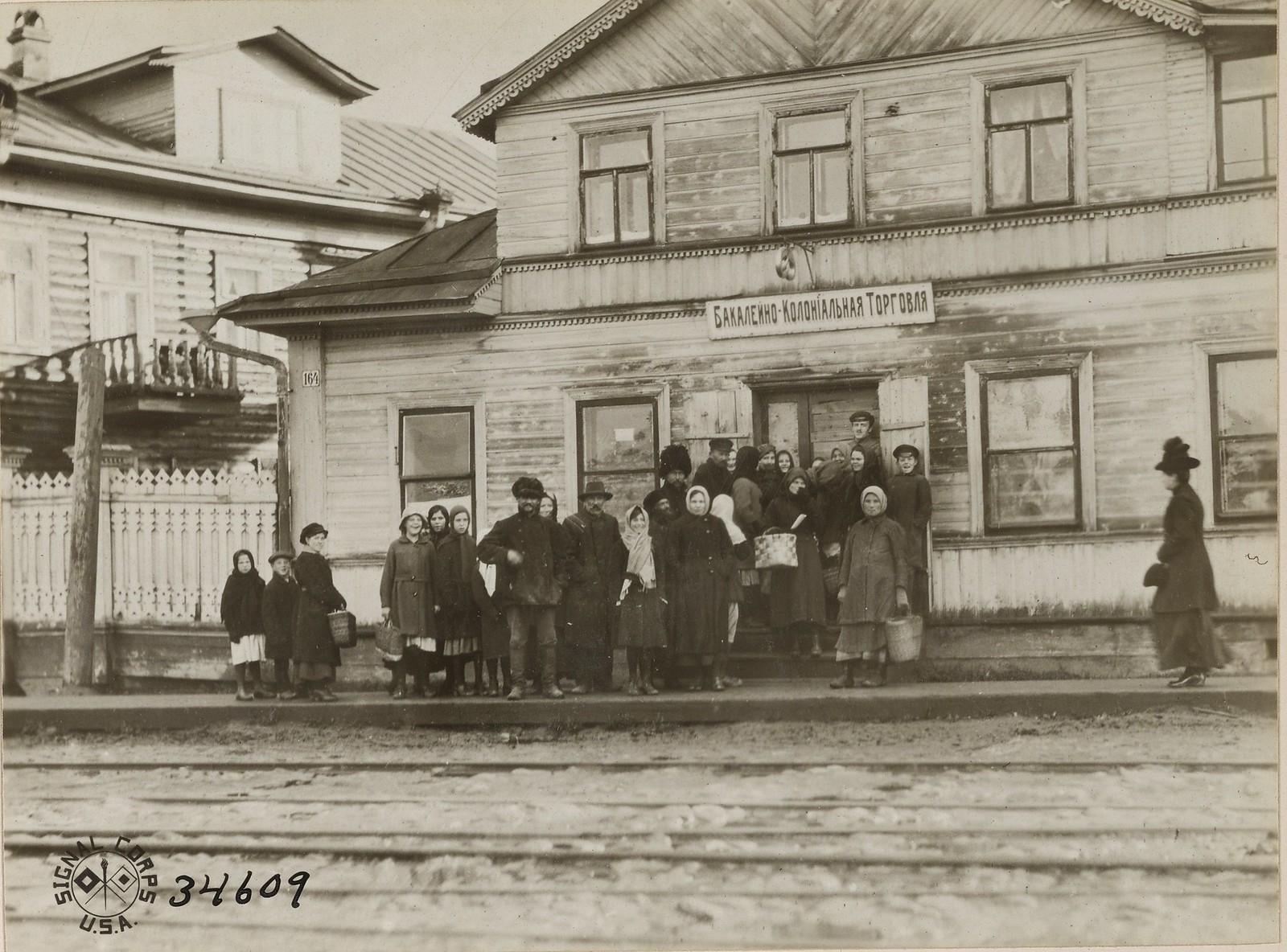 23. Архангельск. Очередь за хлебом