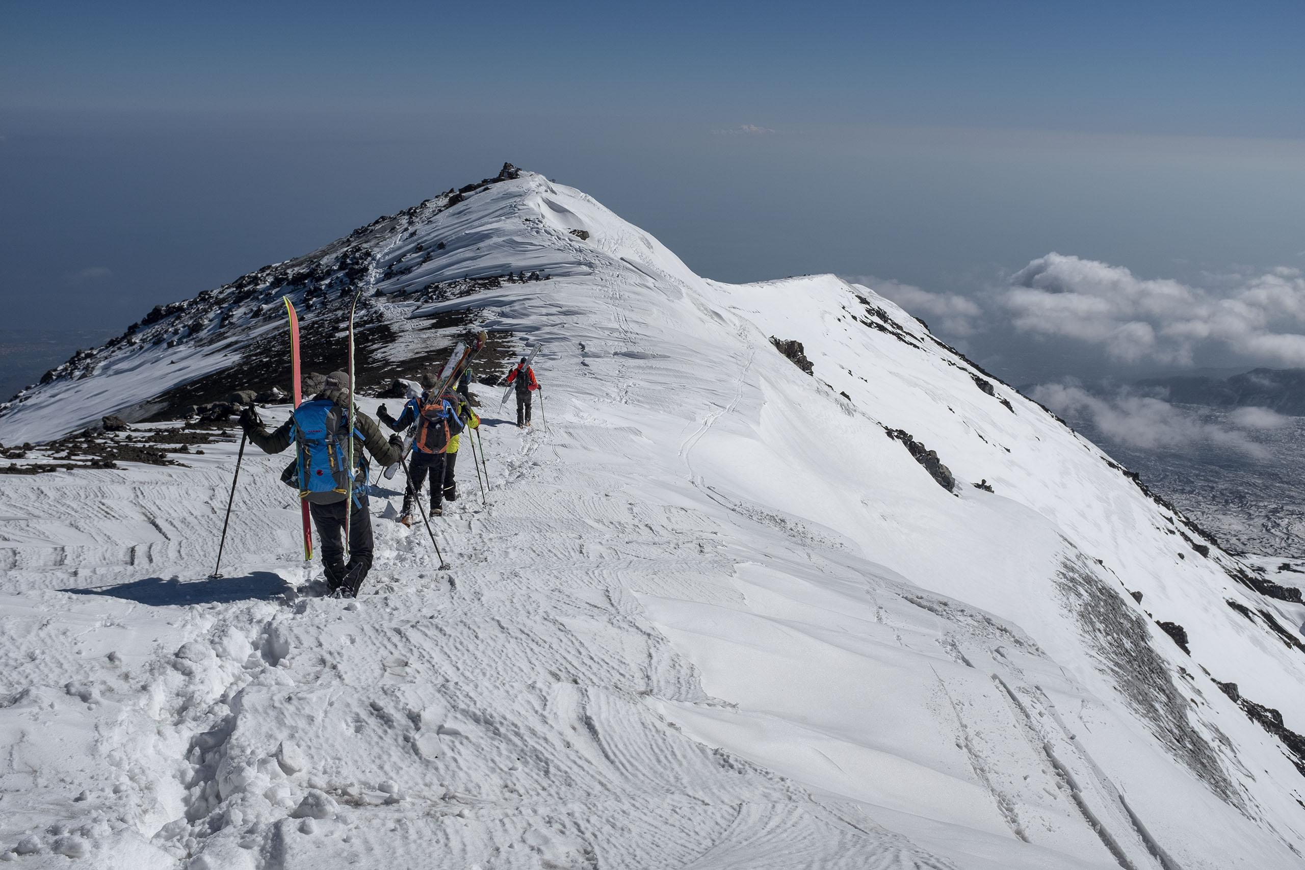 Scialpinismo sull'Etna: la cresta per raggiungere il canal