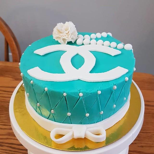 Cake by Amanita Bakes