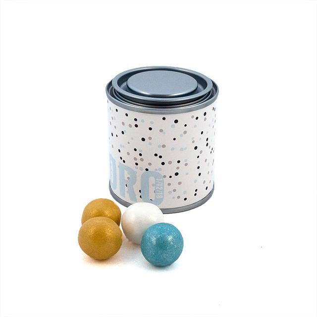 Botecito de pintura con perlas de chocolate para boda