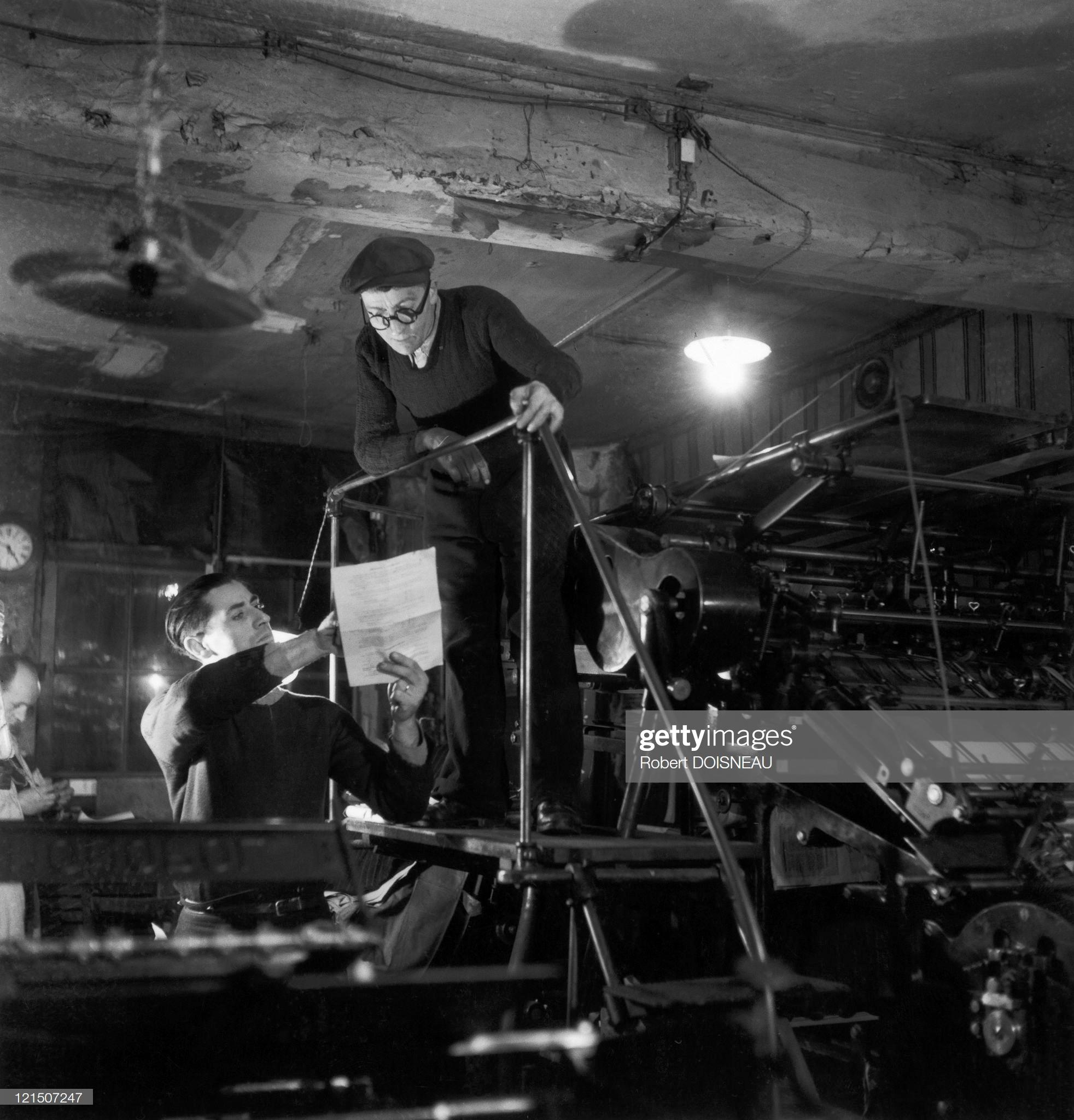 1945. Оккупация Парижа. Район мэрии, Вайлан и его сын печатают листовки для подпольных организаций (реконструкция)