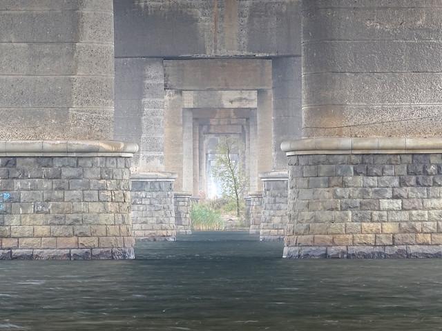 Portal under Paton Bridge, Sony DSC-HX400