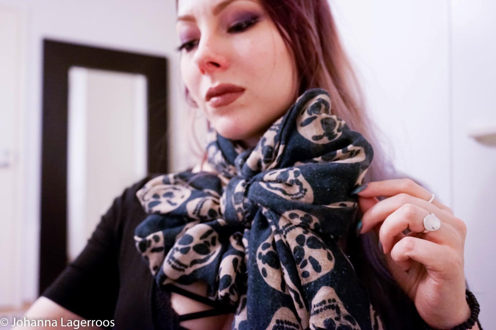 scarf bow