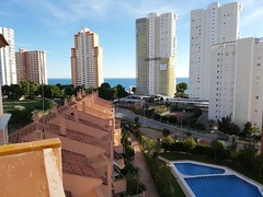 Apartamento con fabulosas vistas, situado en Poniente, cerca de la playa, y en urbanización provista de piscina. Muy soleado. Solicite más información a su inmobiliaria de confianza en Benidorm  www.inmobiliariabenidorm.com