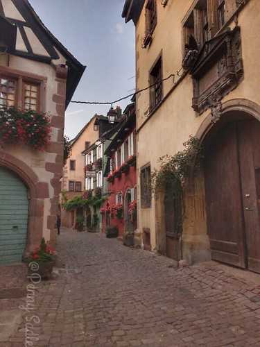 The house on the right with the two arches doorways is the Conrad Ortlieb house, built in 1574 for the gourmet Ortlieb. From The History and Architecture of Riquewihr in Photos