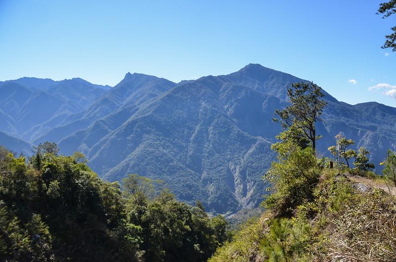 小關山林道17.9K東南眺石山、溪南山