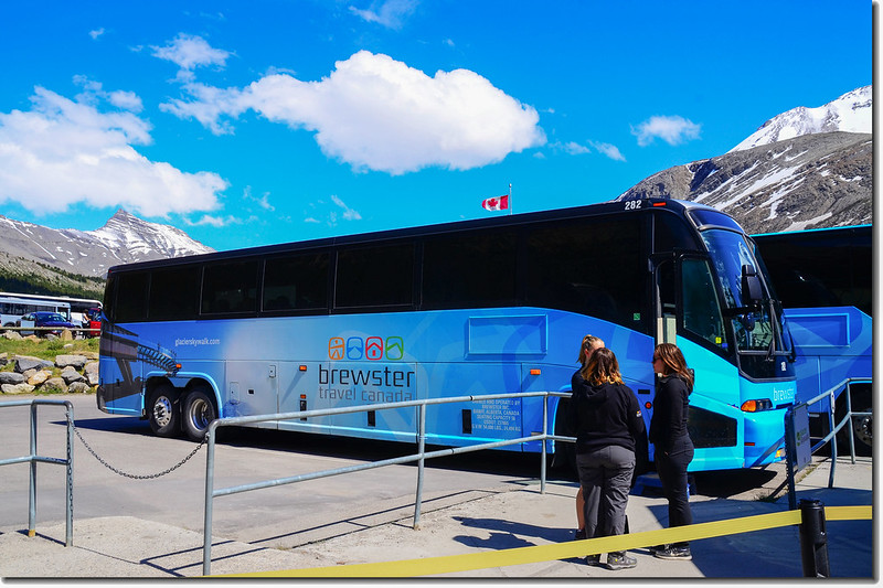 Athabasca Glacier shuttle bus