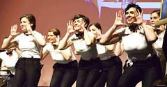 el-coro-femenino-de-tomelloso-levanta-de-sus-asientos-al-publico-del-gran-teatro-de-villarrobledo-con-su-espectaculo-musical-singing-america-22