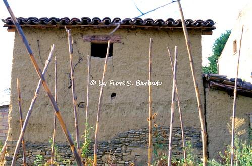 Villamagna (CH), 2000, Abitazioni in argilla cruda.