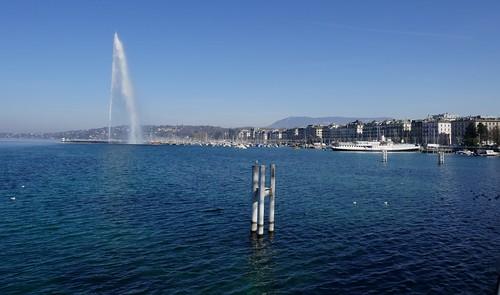 Le jet d'eau et le quai Gustave-Ador, Genève, Suisse.